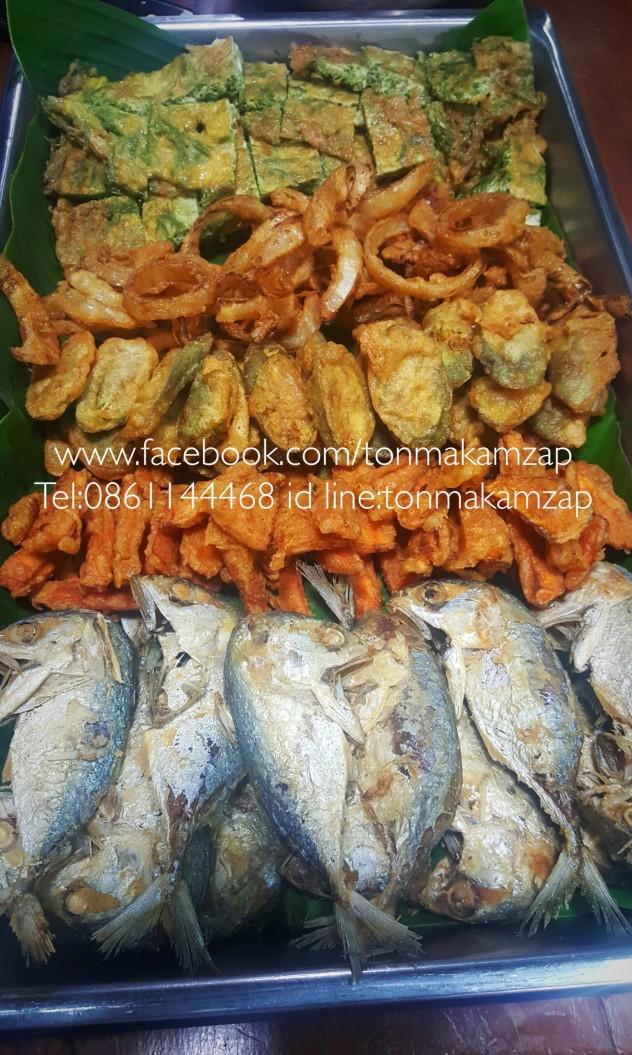 ชุดน้ำพริกกะปิ กับผักทอดปลาทูทอด