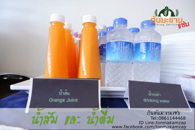 เครื่องดื่ม น้ำส้มและน้ำดื่มเย็นๆ