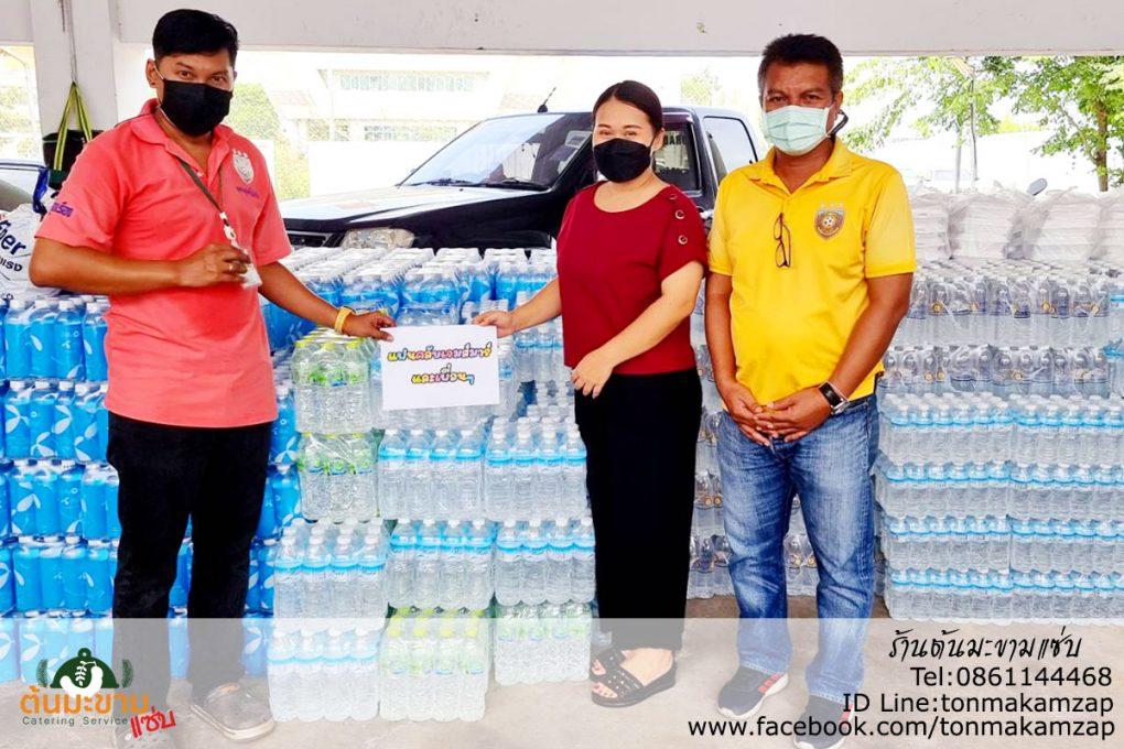 ช่วยเหลือน้ำดื่มกับผู้ประสบภัย ที่กิ่งแก้ว โดย กลุ่ม แฟนคลับเจมส์มาร์และเพื่อนๆ